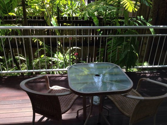 Macrossan House Boutique Holiday apartments : Balcony setting