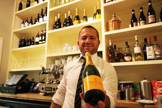 No. 5 BISTRO: Great selection of wines, spirits and soft drinks