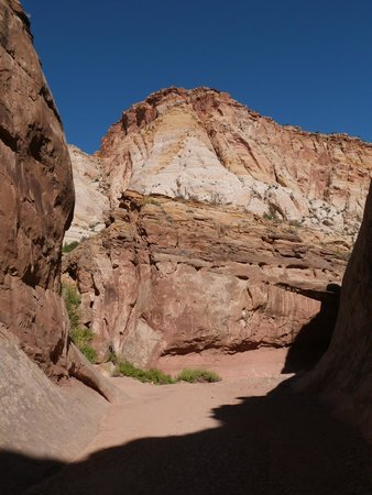 Capitol Gorge Trail - the canyon