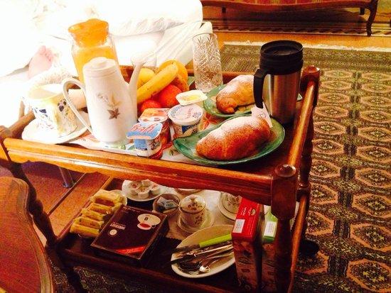 Atmosfere del Centro Storico : Room service for breakfast