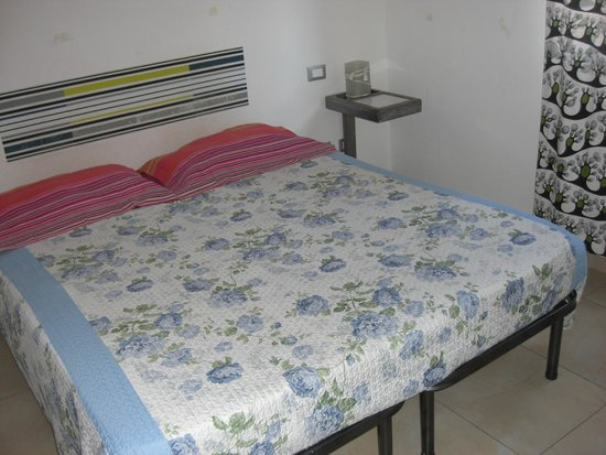 Lazy Night Guesthouse: pedí cama doble me dieron dos individuales juntas