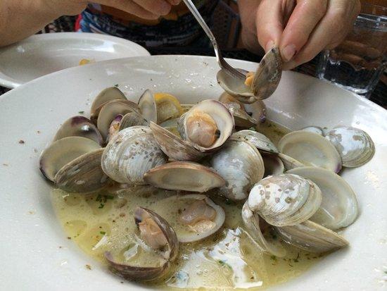 Ambrosia Restaurant & Bar: The clams