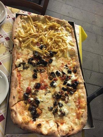 La Loggetta 3 : 1/2 siciliana + wurstel e patatine