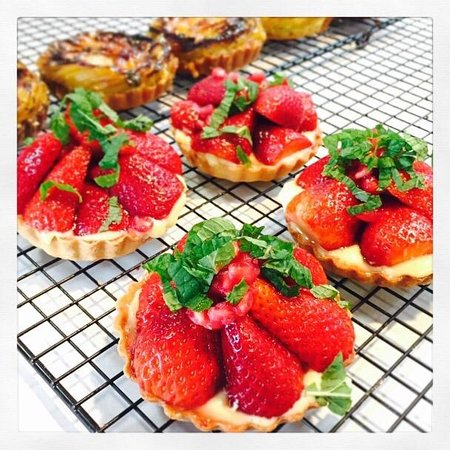La Cigale French Market : Strawberry and pomegranate tart from Amandine