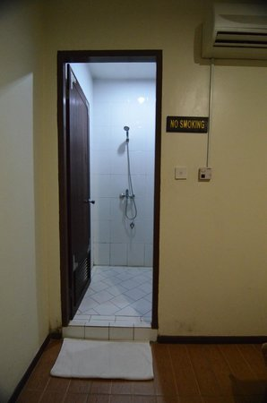 Kuching Waterfront Lodge: Bathroom