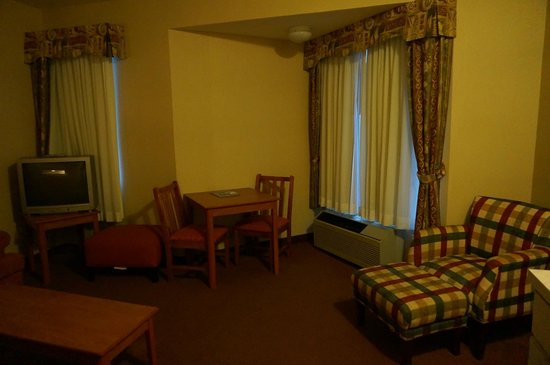 MorningGlory Hotel, Resort & Suites : small dining table, windows open a few inches