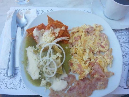 Grand Hotel Tepatitlan : Traditional Breakfast