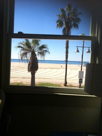 Su Casa Venice Beach: The view from my room at Su Casa!