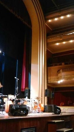 Coliseu Theater: Início da apresentação Orquestra Sinfônica Municipal de Santos e Babi Mendes.