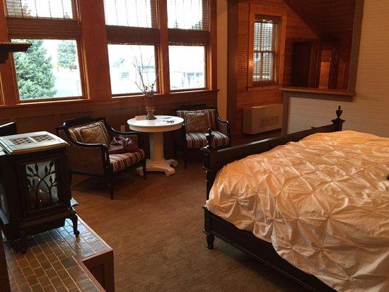 McCloud Mercantile Hotel: Charles Miller Room