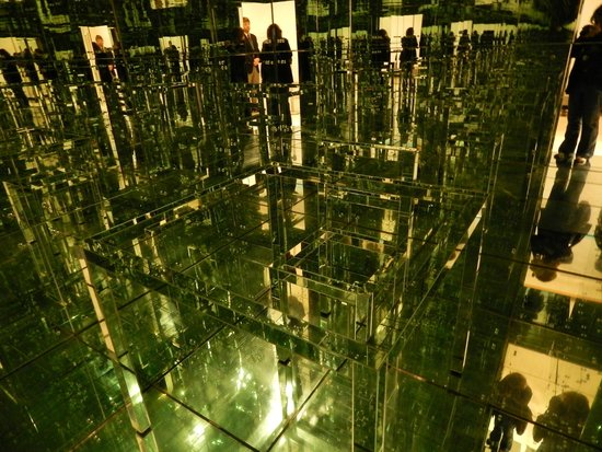 Albright-Knox Art Gallery : Inside the Mirrored Room