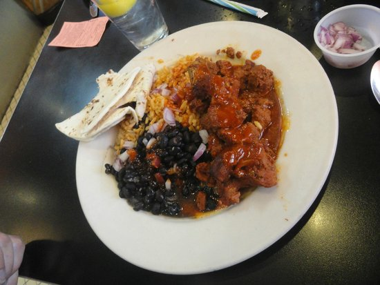 Zia Diner : Carne adovada in red chile with black beans
