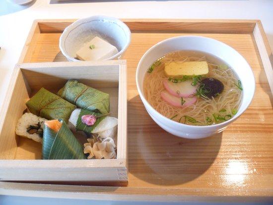Izasa Todaiji Temple: 「ゐざさ寿司セット」¥1,320