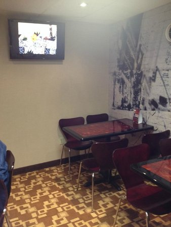 Super 8 Schenect/Albany Area: Children's breakfast area with cartoons on the tv.