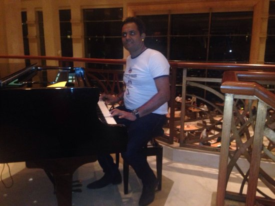 Lotus Cafe: Music after dinner ...