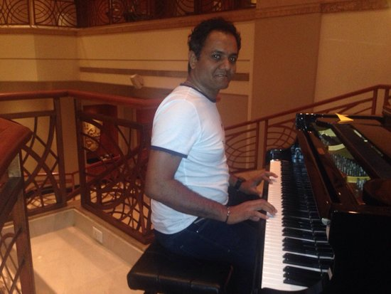 Lotus Cafe: Music before dinner at marriot ..