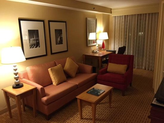 Living Room And Desk Area Picture Of Anaheim Marriott
