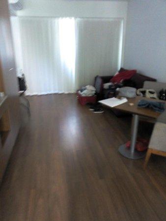 Hotel Bys Palermo: Amplo com sofá