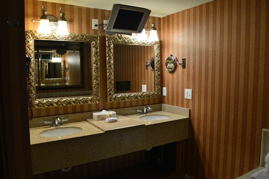 Bellissimo Grande Hotel: Presidential Suite bathroom sink area