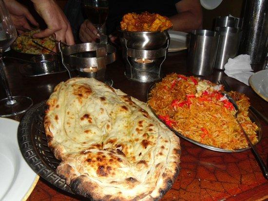 Tandoori: Naan bread and rice