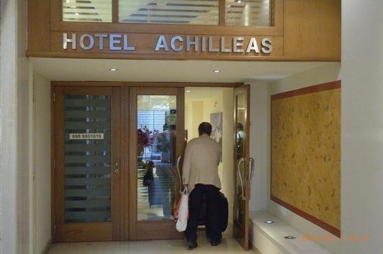 Achilleas Hotel: 入口