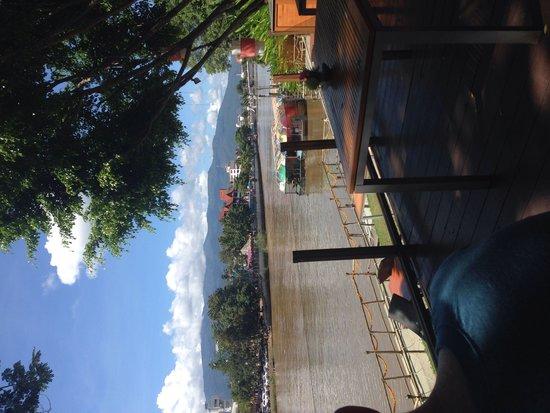 Deck 1, Rarinjinda Wellness Spa Resort : Lovely view over the Ping River