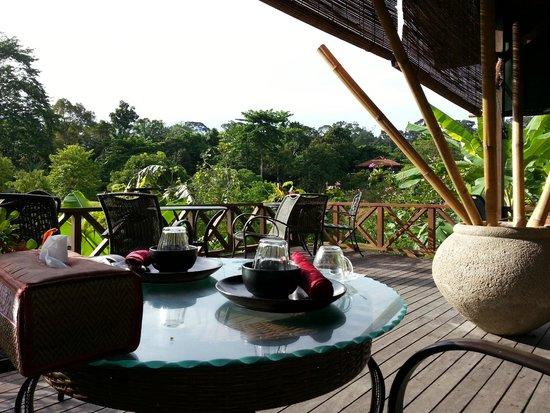 Borneo - Sepilok Forest Edge Resort - Nice dining setting