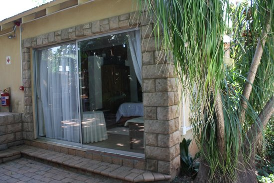 Dinkwe Guest House: the room directly at the pool area