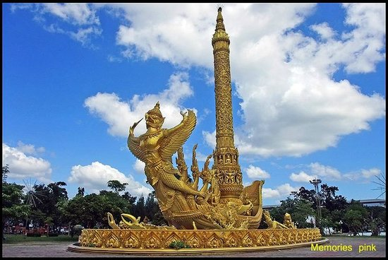 Ubon Ratchathani, Thailandia: ต้นเทียนขนาดใหญ่ใจกลางทุ่งศรีเมือง