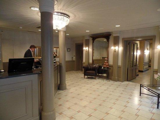 Hotel Montana: Reception/lobby