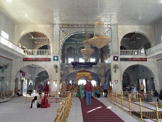 Gurudwara Chheharta Sahib: The interior