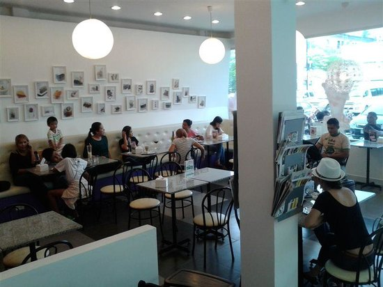 Samero's Gelato Cafe: happy customers