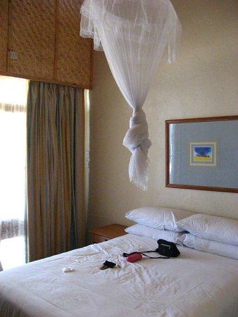 Sunbird Nkopola Lodge : Quarto, com mosquiteiro e ar condicionado
