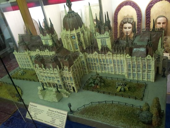 Marzipan Museum : Houses of parliament made out of marzipan