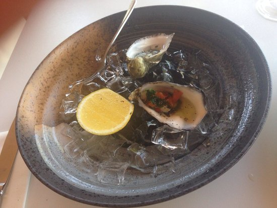 Tides Restaurant & Bar: The lovely oyster varieties