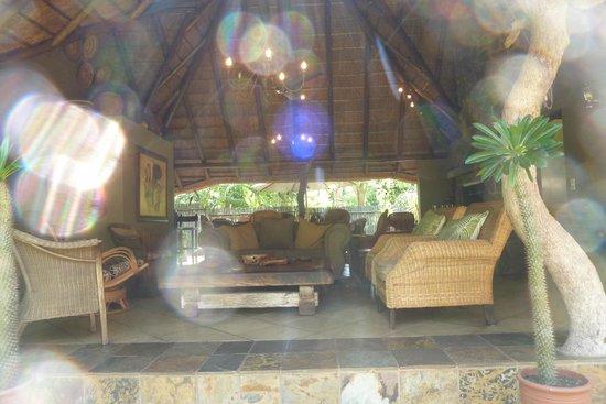 Mhlati Guest Cottages: Coin salon et petit dejeuner