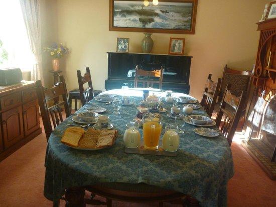 Donalea Bed & Breakfast: Continental Breakfast