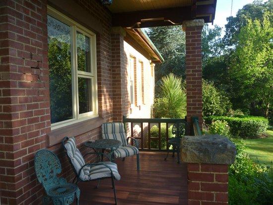 Donalea Bed & Breakfast: Front Porch