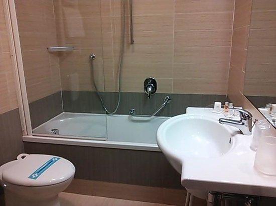 BEST WESTERN Suites & Residence Hotel: バスルーム