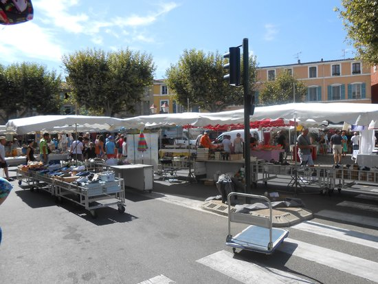 Marche du Samedi Matin: Mercado de Apt