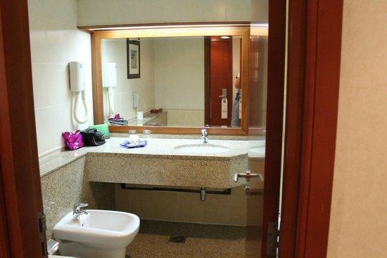Ramee Royal Hotel: Туалет
