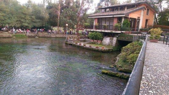 San Salvatore Telesino, Italie : Grassano, ristorante sulla'acqua