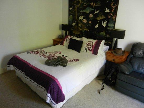 Ruskin House: nice bed