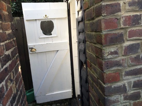 The Cobbles Tea Room: Toilet is around the back as a out house