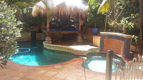 Beach Manor Bed and Breakfast Perth: The Mineral Pool... Bali at home!