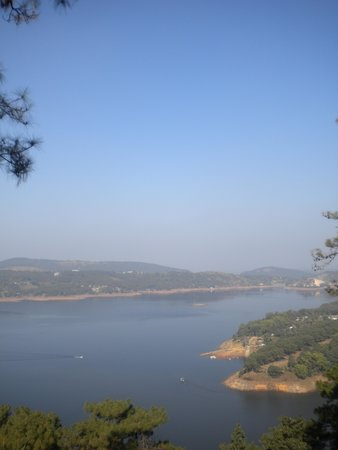 Nongpoh, India: Umiam from Atop Road from Shillong