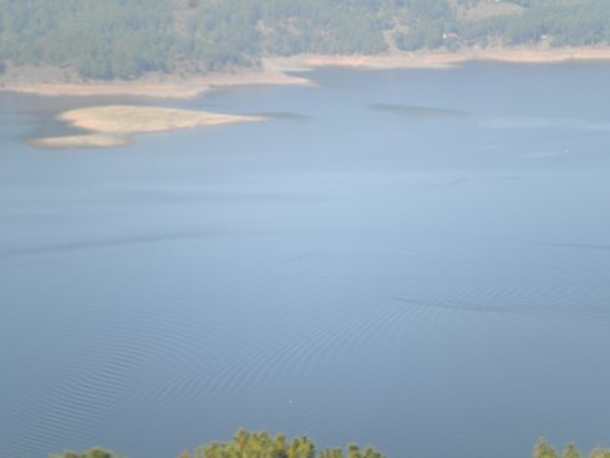 Umiam Lake: Interesting Waves From Boats on the Lake