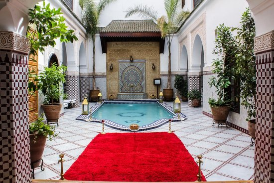 Le Pavillon Oriental: Perfect blue water in the heart of the red city - Riad Marrakech
