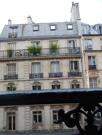 Hotel Paris Bruxelles: Вид из номера