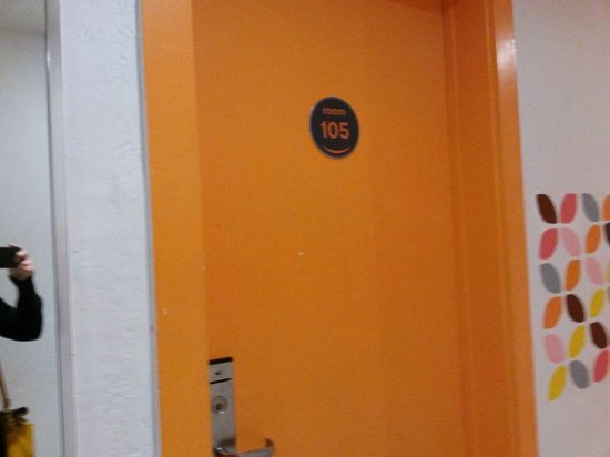 سوبي هوستل آند بار: Hostel bonito e organizado na sua sinalização